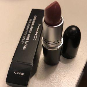 MAC cremesheen lipstick in Modesty